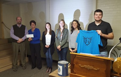 Junior and Seniors accept donation from Kiwanis for the House Program.