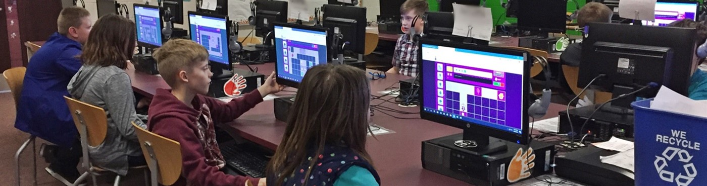 4th Grade Students Coding using Botlogic